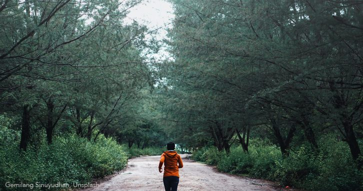 Sport: joggende Frau während Corona